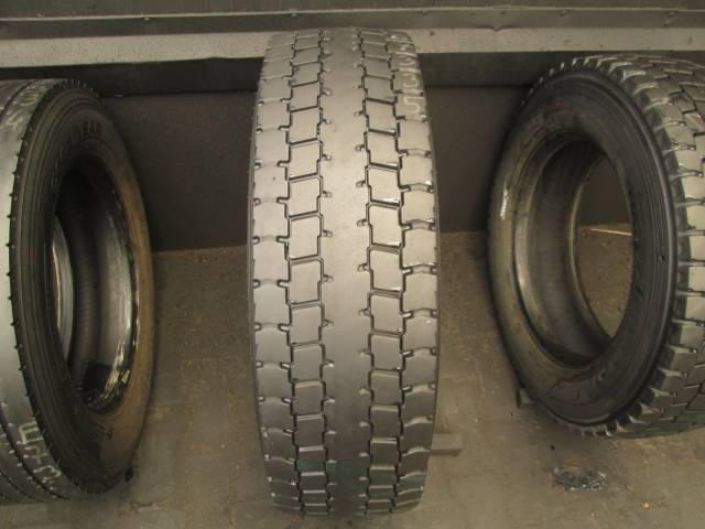 Opona używana 245/70R19.5 Pirelli TR01