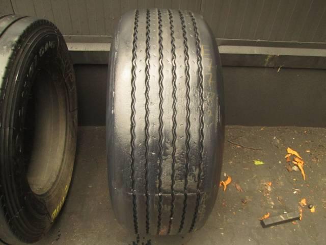 Opona używana 385/55R22,5 Dunlop BIEŻNIKOWANA