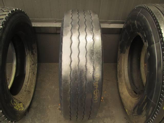 Opona używana 305/70R22,5 Pirelli BIEŻNIKOWANA