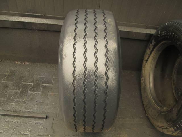 Opona używana 385/55R22,5 Pirelli BIEŻNIKOWANA