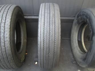 Opony używane 12R22.5 Bridgestone R295 - 2 szt. (500230). Opony nr: 39644 39636
