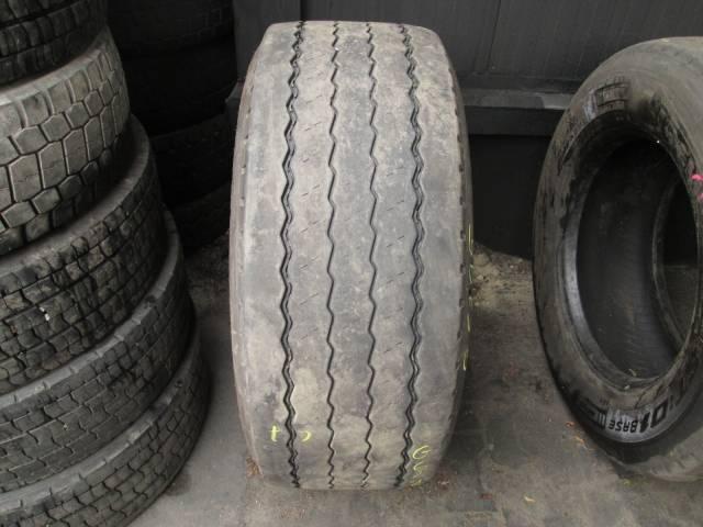 Opona używana 385/55R22,5 Pirelli ST01