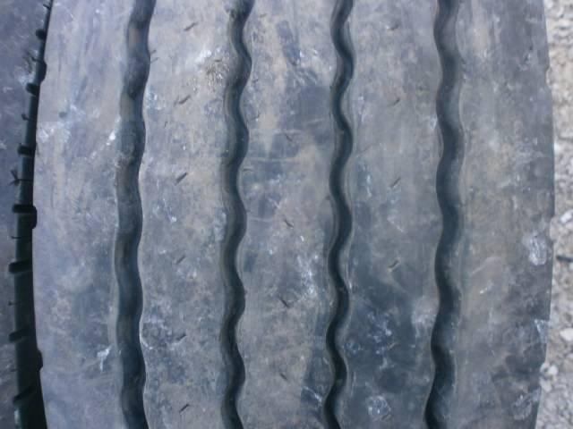 Opona używana 235/75R17,5 Bridgestone BIEŻNIKOWANA